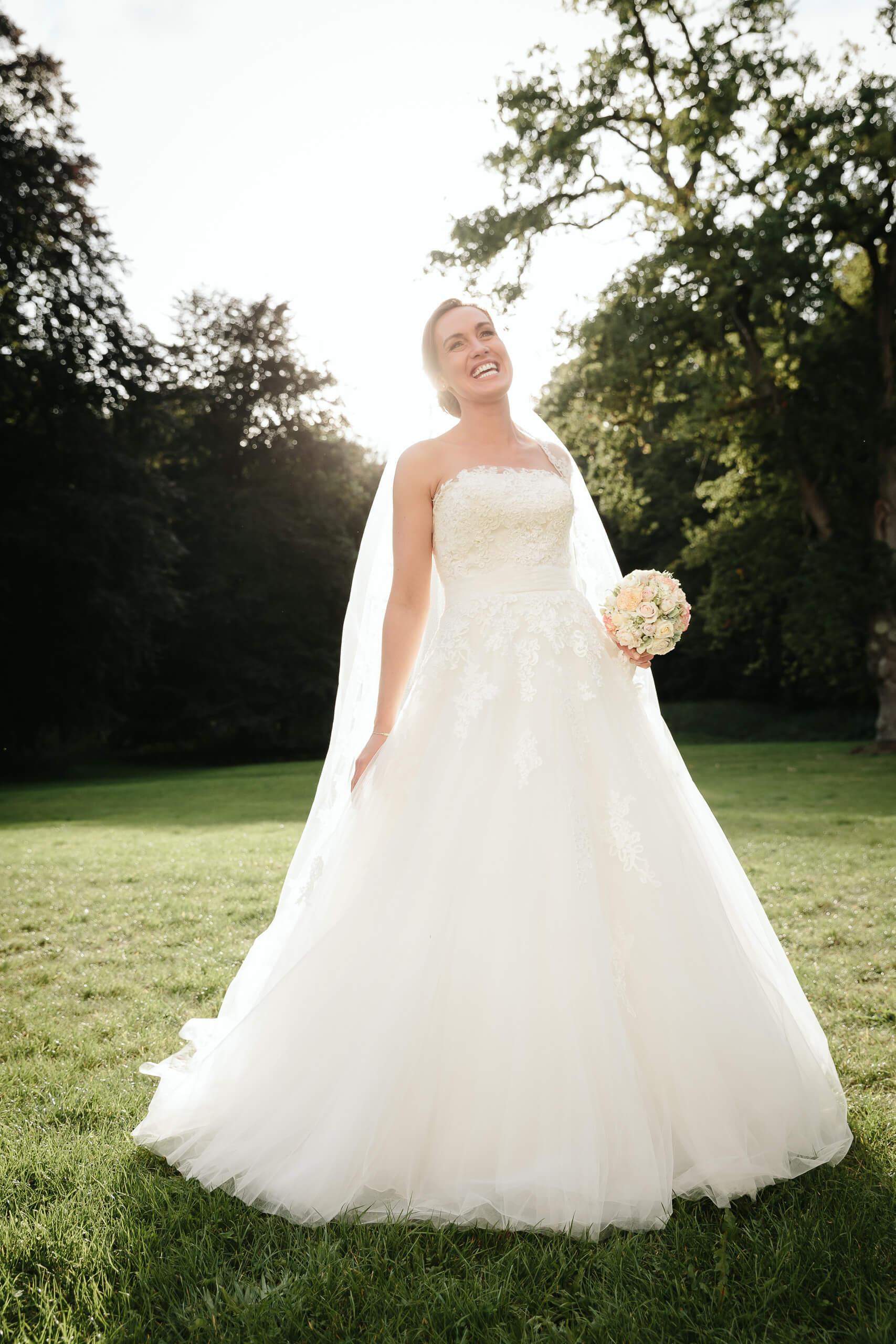 Braut im Brautkleid Hochzeitsfotografie